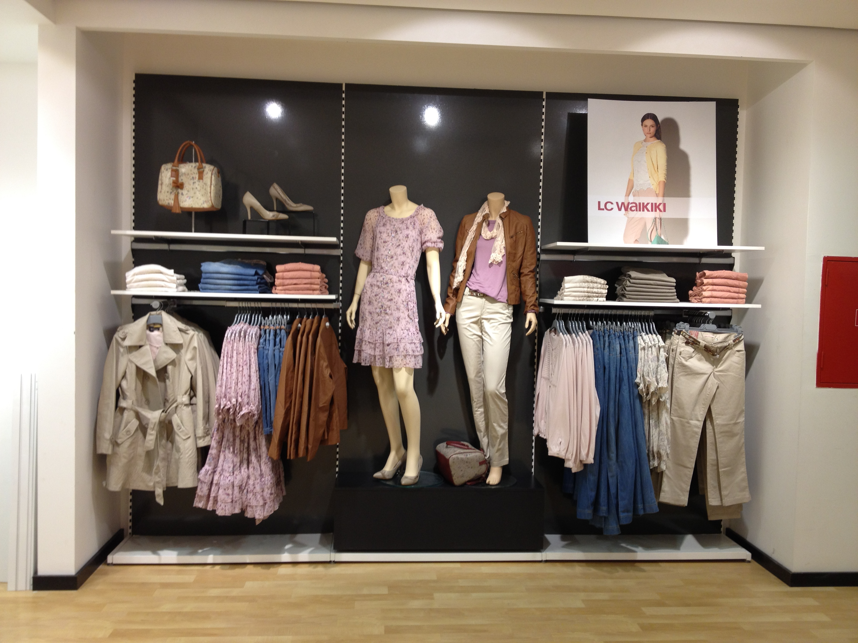 Dymond Shopfittings Wall Rail Display